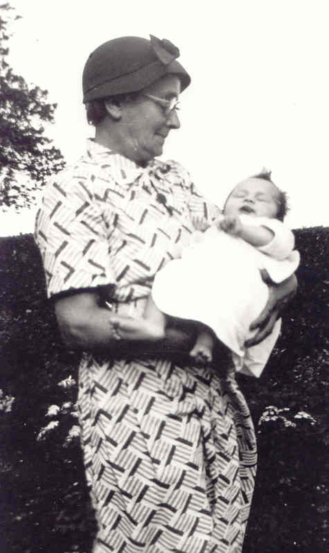Albina Dewey with her brother's granddaughter, 1954. Photo: Andrew Martin
