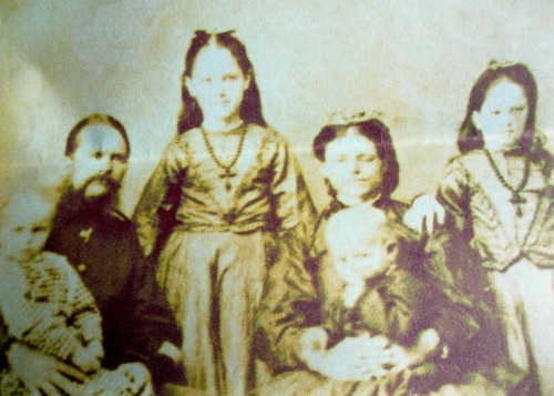 Thomas Yarrow with his first wife Catherine and their children in India.