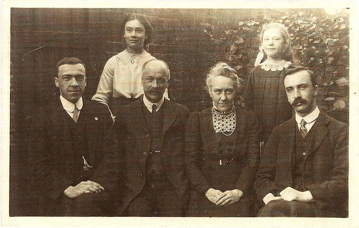 Herbert and Jane Watts (née Jane Lincoln) with their family.